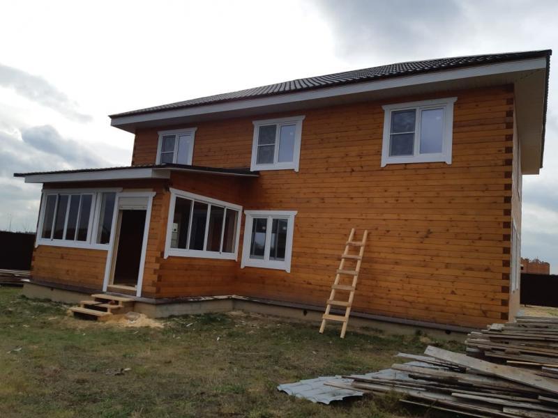 Дом из профилированного бруса в два этажа с террасой и крыльцом с отделкой